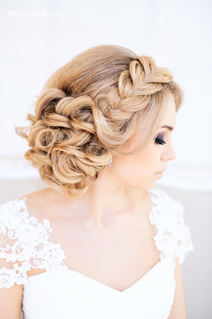 Свадебные прически с плетением косы